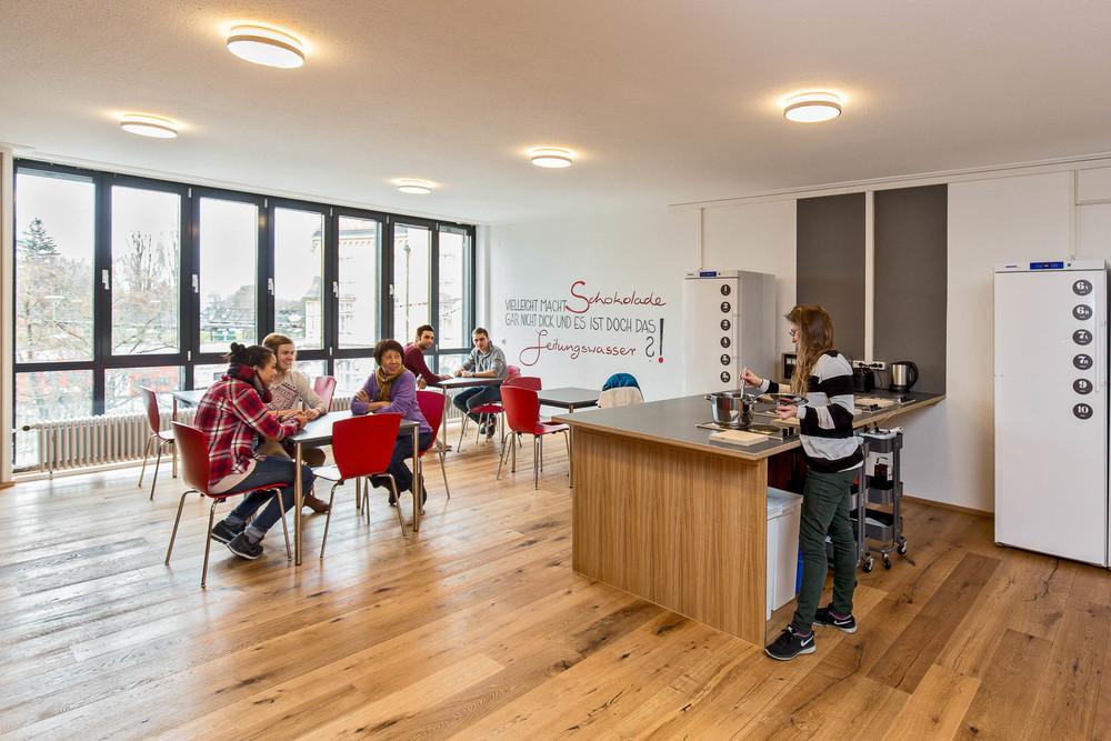 Gästeküche / Aufenthaltsraum - Insel Hostel Lindau