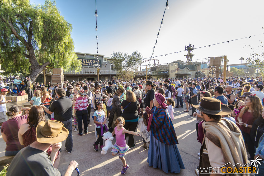 On this day, the Calico Park is brimming with guests eager to take part in the last hoedown of the season.