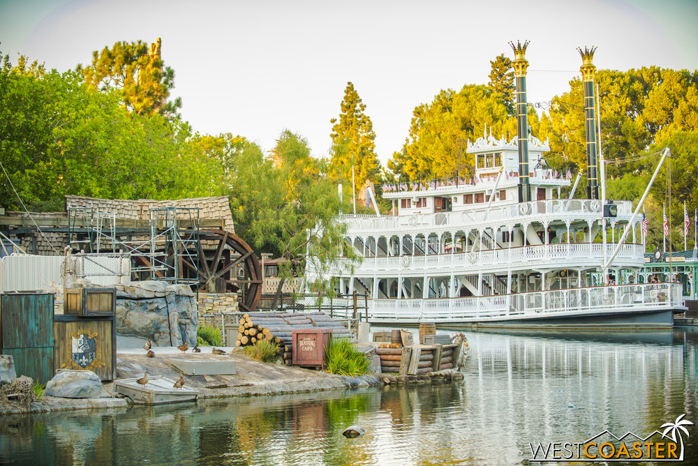 Meanwhile, now that summer is over, the Mark Twain seems to be closing earlier, rather than staying open in the evening hours.  You'd think the park might offer fireworks viewing there, but I guess not.