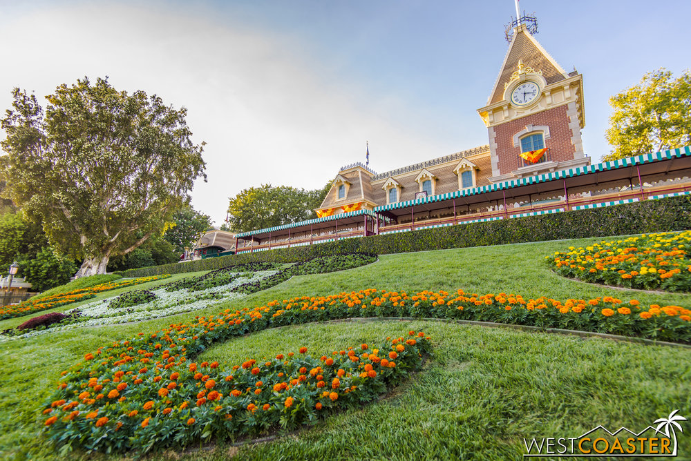 "Inside, the giant ""diamond"" and the 60th Anniversary signage are gone, replaced by fall colors and florals."