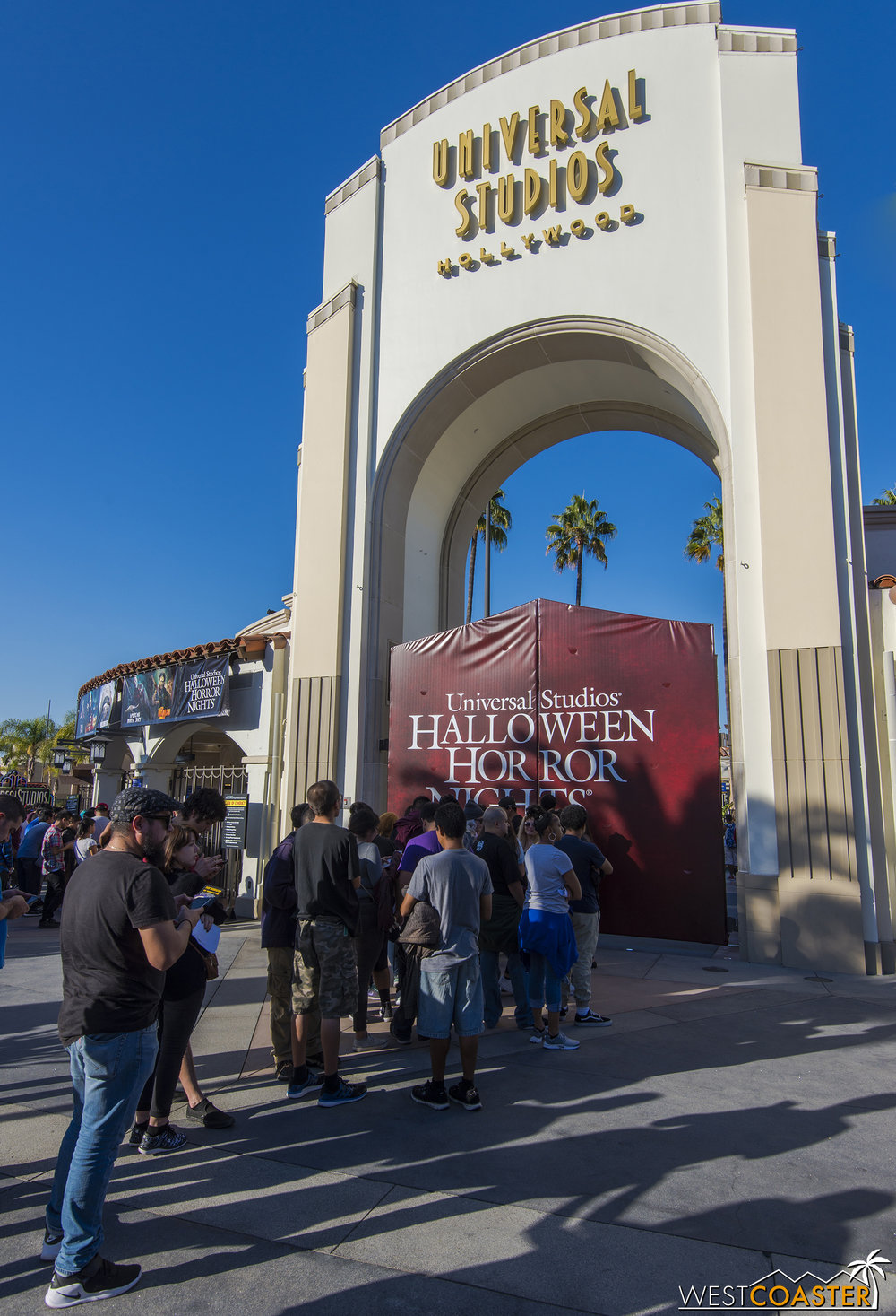 fans line up early two hours before official horror nights gate opening to take - Hours Halloween Horror Nights