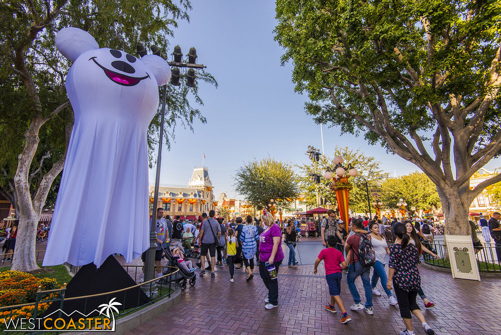 Blow-up Mickey Ghosts an only mean one thing: regular guests, your stay shall be ending prematurely as the park closes early to the public and stays open only for those with the special separate ticket.