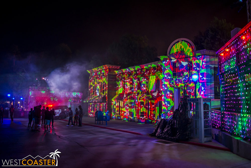The park is open till 1am on Fright Fest nights, so most people head home around or after midnight.