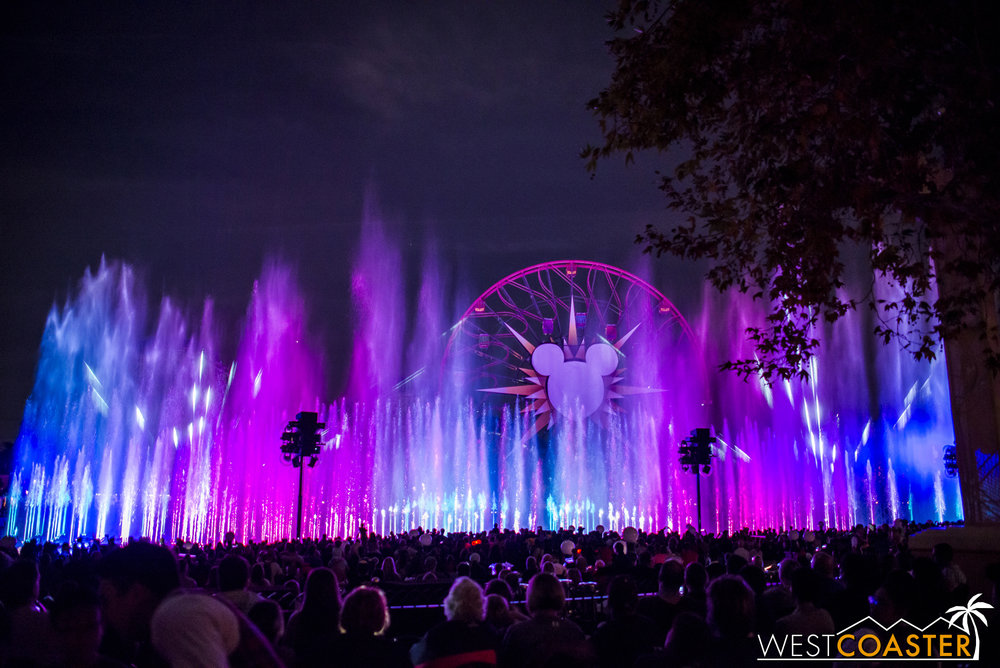 DLR-16_1117-0142(WorldOfColor).jpg