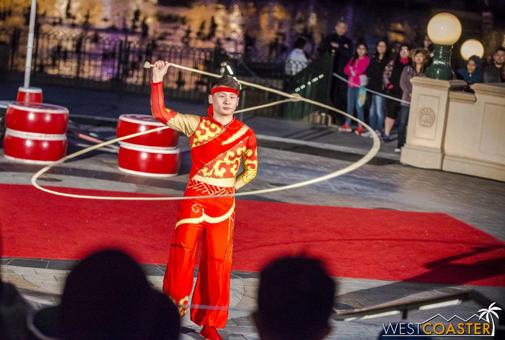 DLR-17_0124-0067(Show-Acrobats).jpg