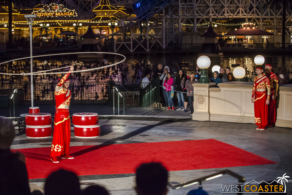 DLR-17_0124-0068(Show-Acrobats).jpg