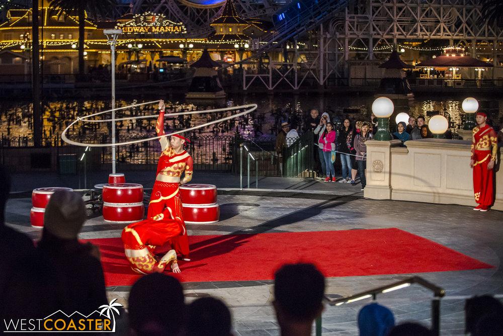 DLR-17_0124-0071(Show-Acrobats).jpg
