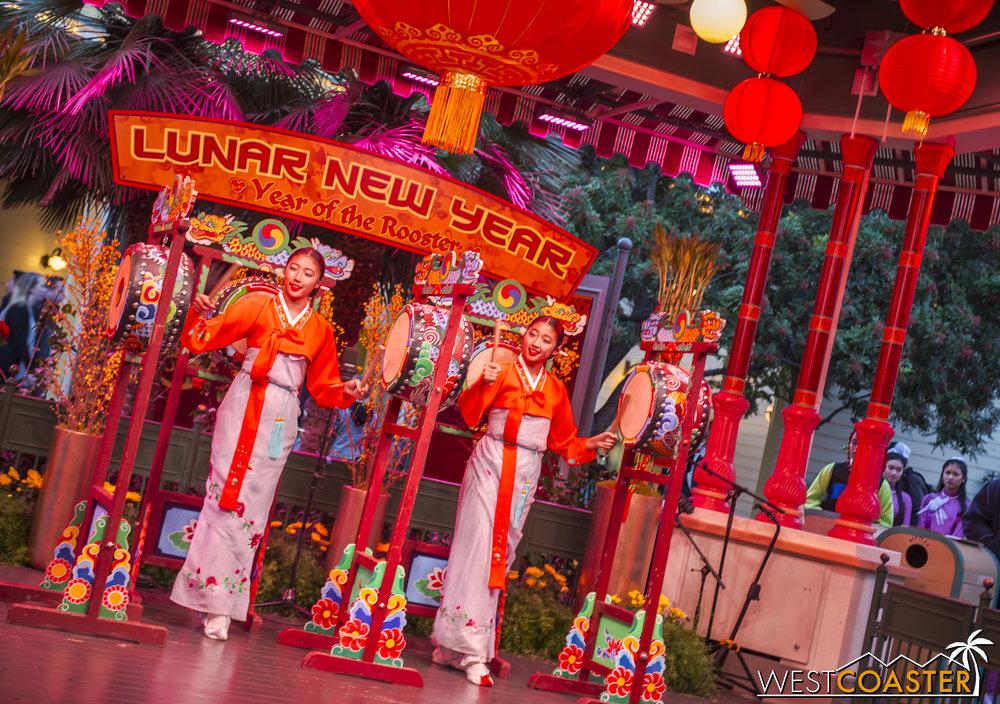 DLR-17_0124-0101(Show-Girls).jpg