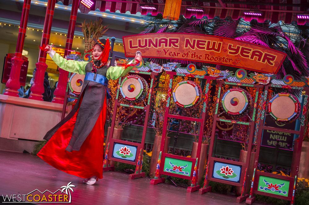 DLR-17_0124-0106(Show-Girls).jpg