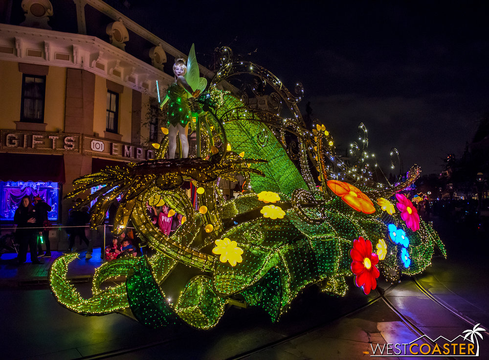 The float itself is pretty dazzling, one of the best of the parade.