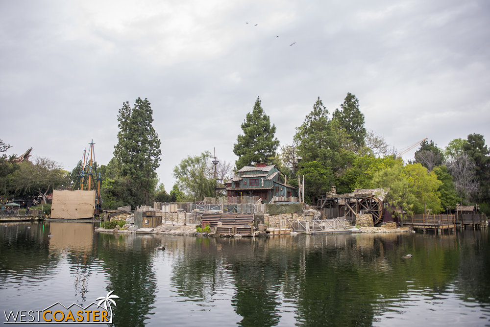 Here we area at the frontside of the Rivers of America.