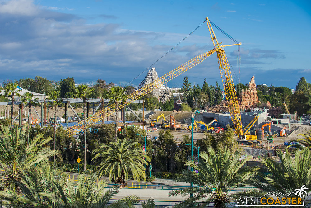 This being Sunday, the big crane was down for rest.