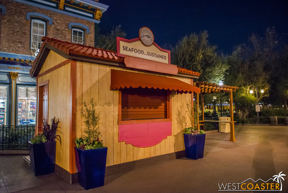 The little food carts have already started appearing all along the Pacific Wharf and Paradise Pier corridor through which the parade route normally runs.