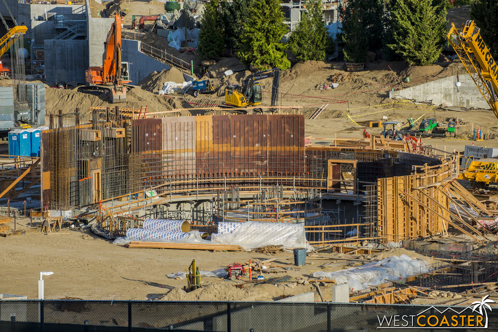Over around the pit, more formwork continues to go up to allow further concrete pouring.