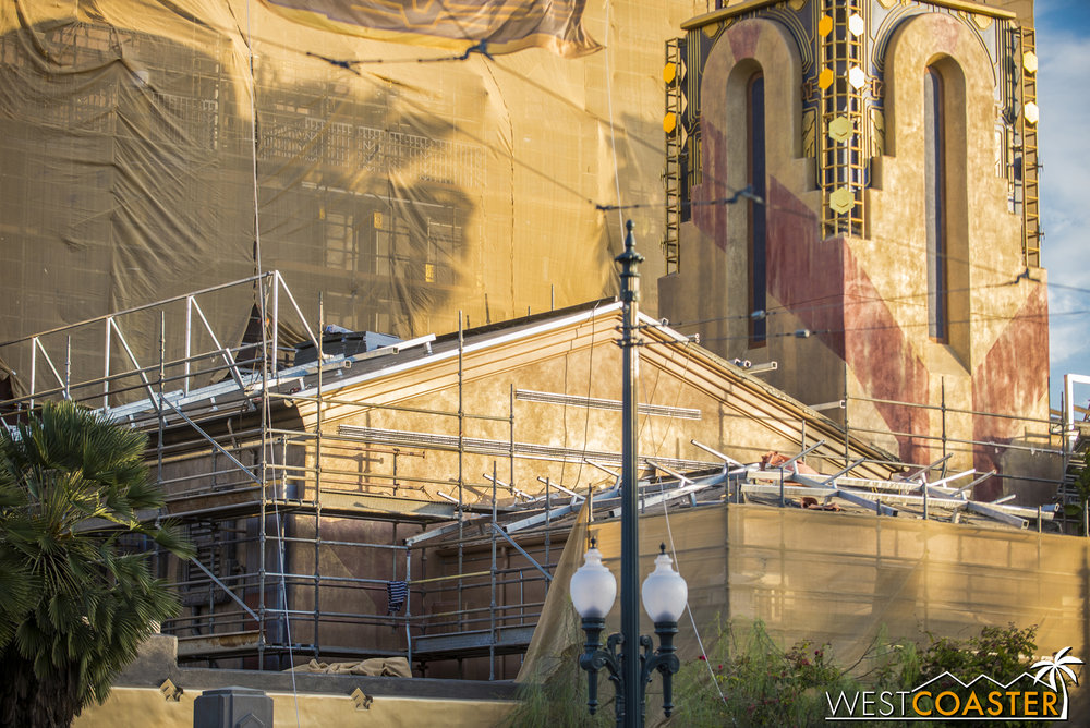 Work is now going on at the roof and facade of the lower volume housing the entrance of the ride.