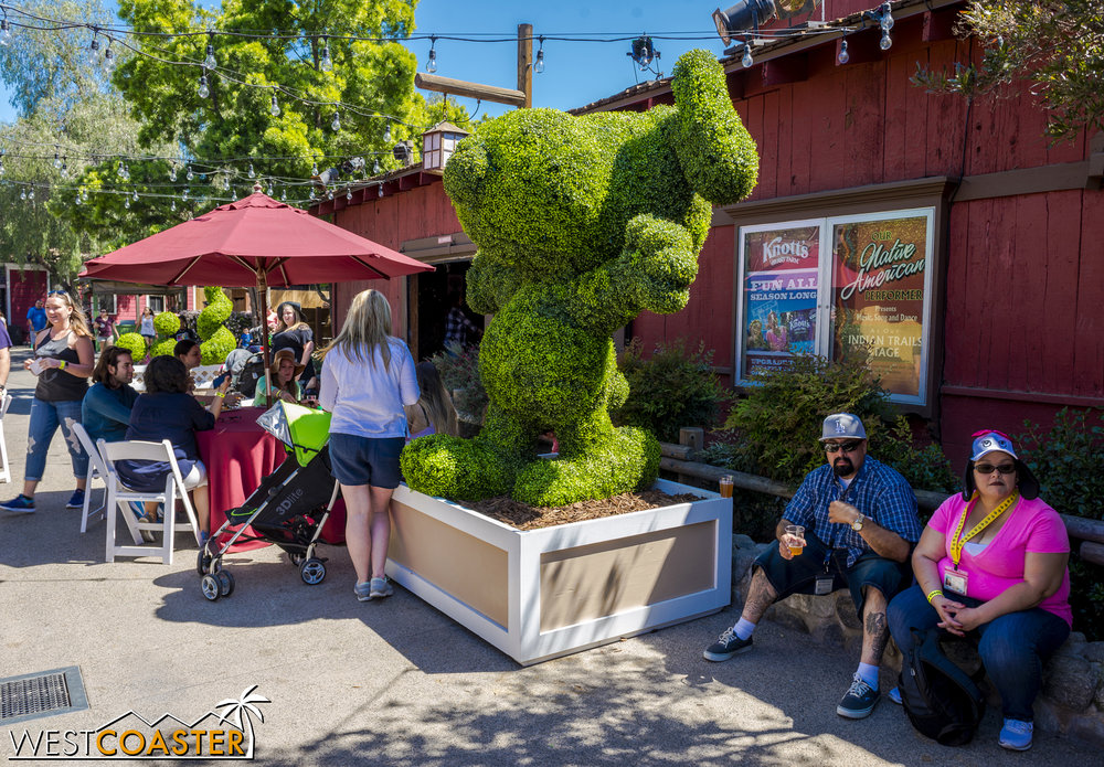 Some adorable topiaries help set the theming.  I mean, c'mon... Snoopy!!