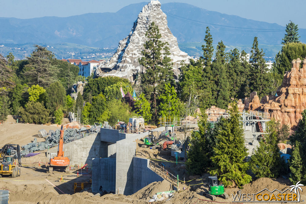"I haven't really zoomed in here for a couple of weeks, but construction continues on the structures at the ridge of the berm separating ""Star Wars"" Land from the Rivers of America."