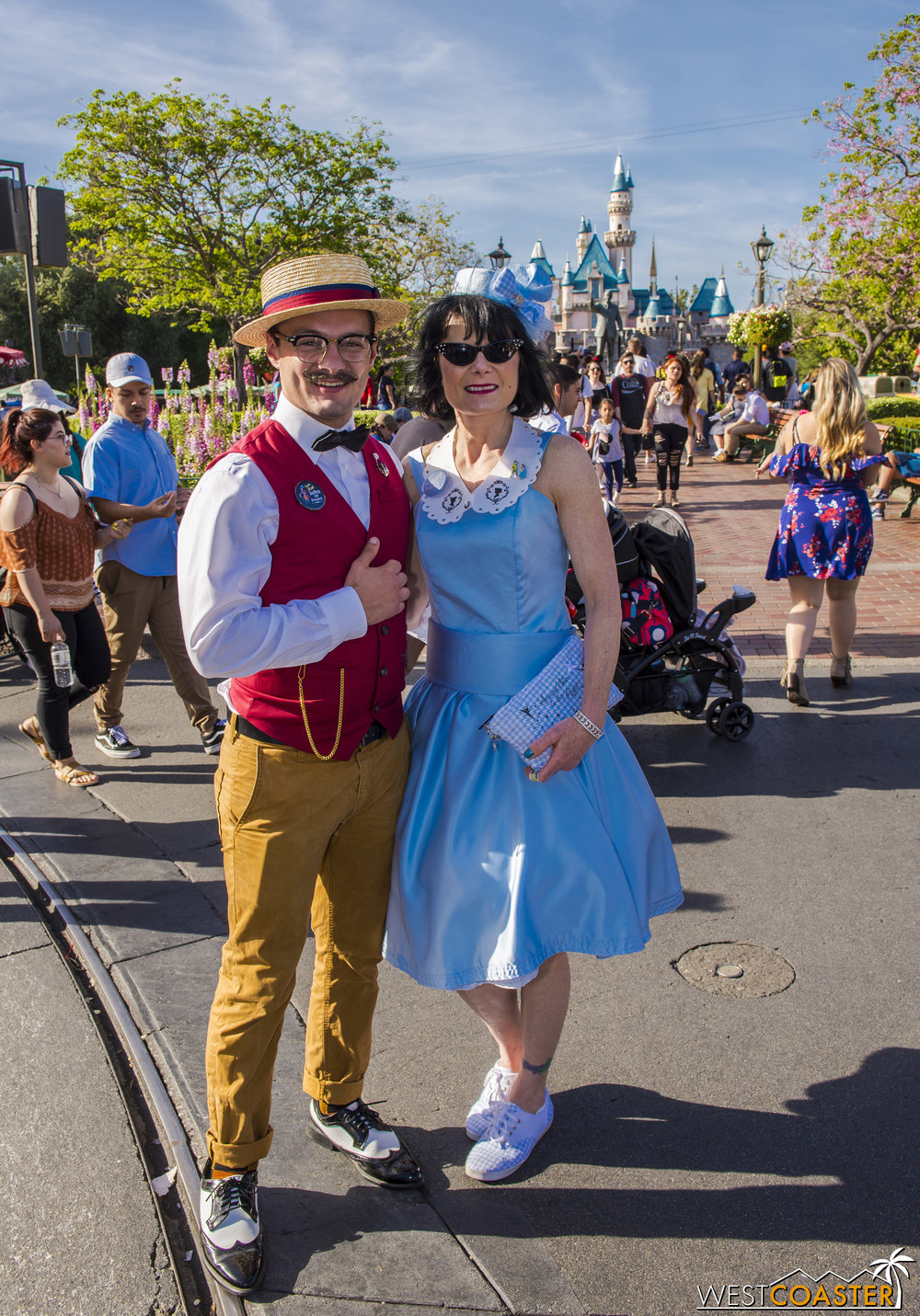 Can you guess these two's Disneybound?  It's Captain Hook and Wendy.  Their pins revealed the answer to anyone unsure.