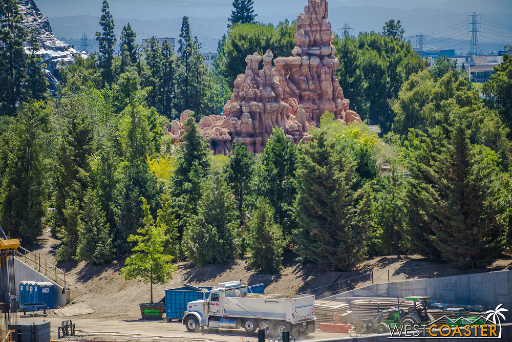 "That nice, leafy berm will form an effective barrier between Western Frontierland and Sci-Fi ""Star Wars"" Land."