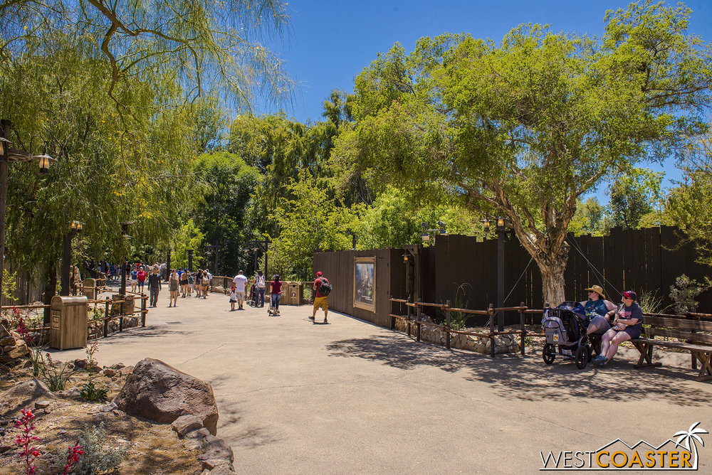 "This work wall covers the Frontierland entrance into ""Star Wars"" Land."