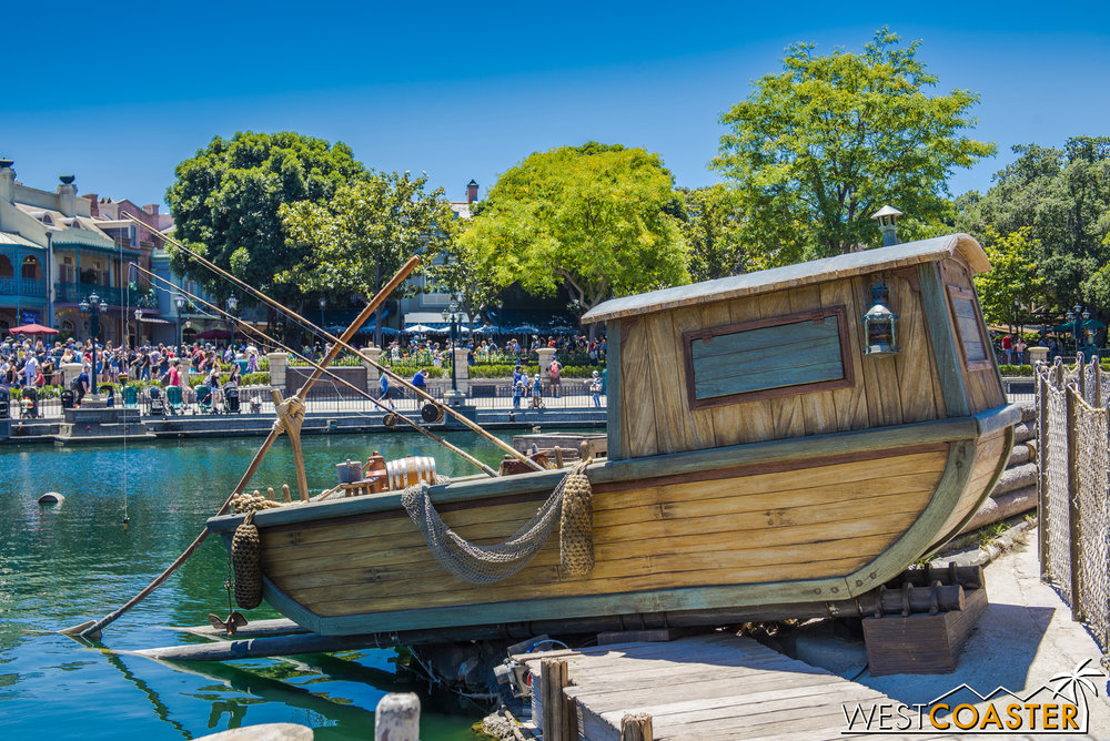 This little boat is new. Does it play any role in FANTASMIC!?