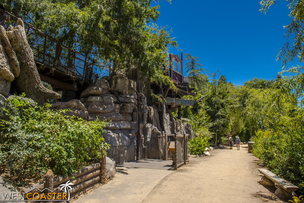 One of the fun features that has always been a part of Tom Sawyer Island are the caves.