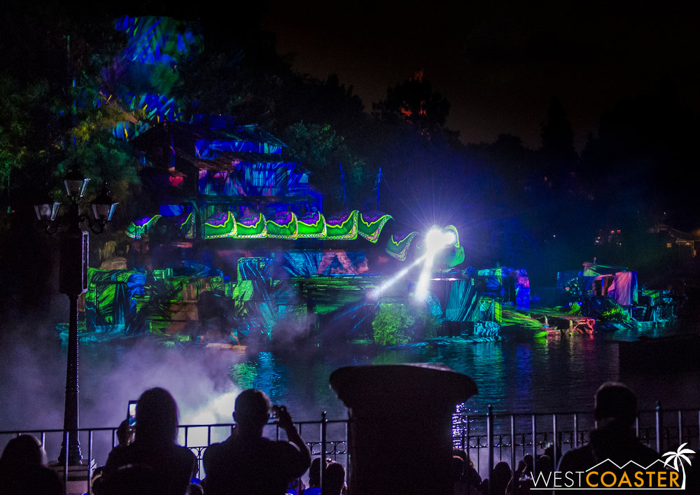 The projections onto Tom Sawyer Island are absolutely spectacular, and the new Kaa is luminous and magnificent.