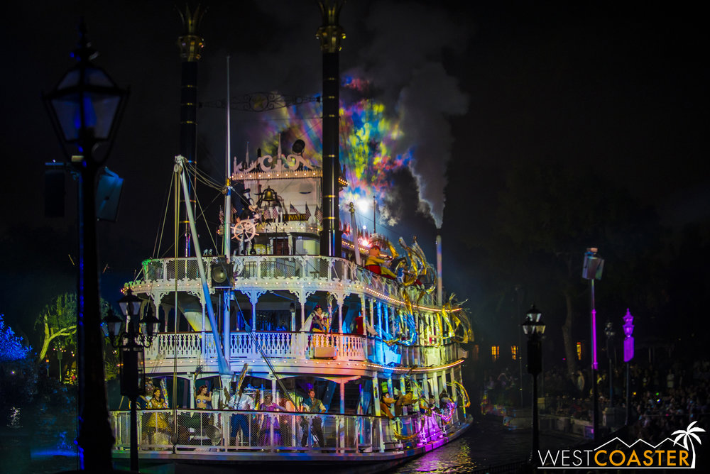 The Mark Twain sails around, with a host of familiar characters twirling ribbons as the FANTASMIC! theme resounds over the Rivers of America again.