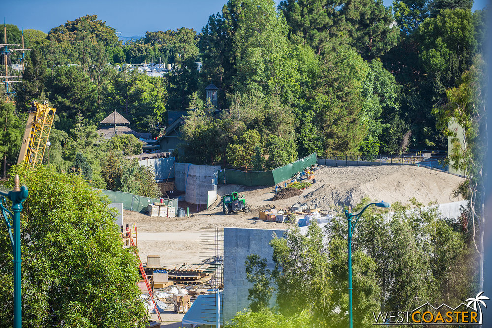 Over on the Hungry Bear side, a bit of quiet after the preparation to get the Disneyland Railroad perimeter looking neat and trim.