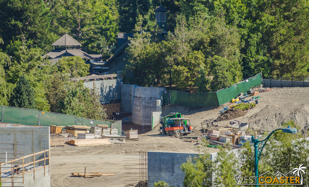 Some retaining walls are curling along just on the other side of the Hungry Bear.  This is looking to be a rocky canyon of an entrance into Star Wars: Galaxy's Edge!