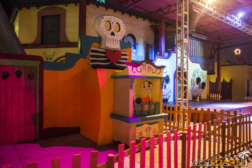 Fiesta de los Muertos also has a little diorama by the stage area, but no dance party (thank goodness).