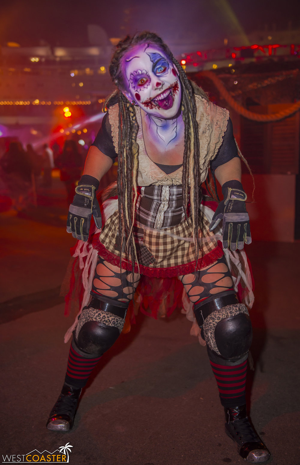 Sliders Unite provided the opportunity for non-Dark Harbor monsters, such as Sindel from Knott's Scary Farm's The Hollow, to appear in a wholly unique-for-her setting.