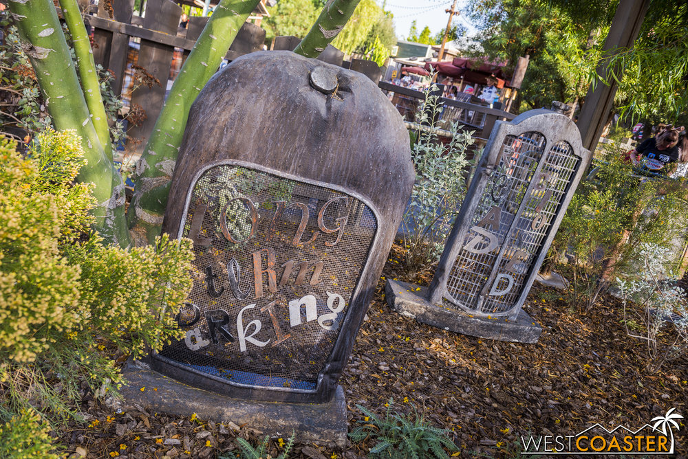 Adorable auto grill grave stones provided a charming touch.