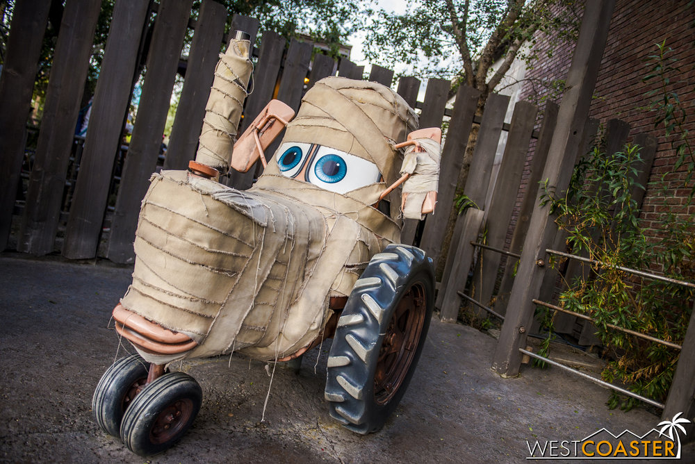The details went all around. This mummy tractor was quite adorable.