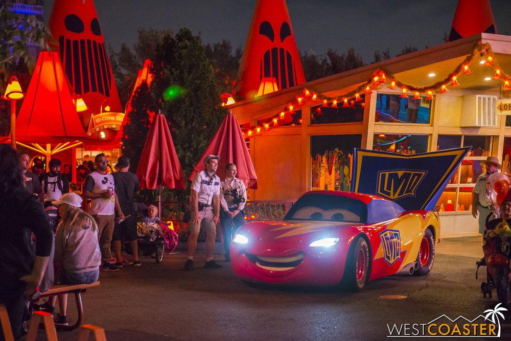 Lightning McQueen also wore a Halloween costume for his photo ops too.