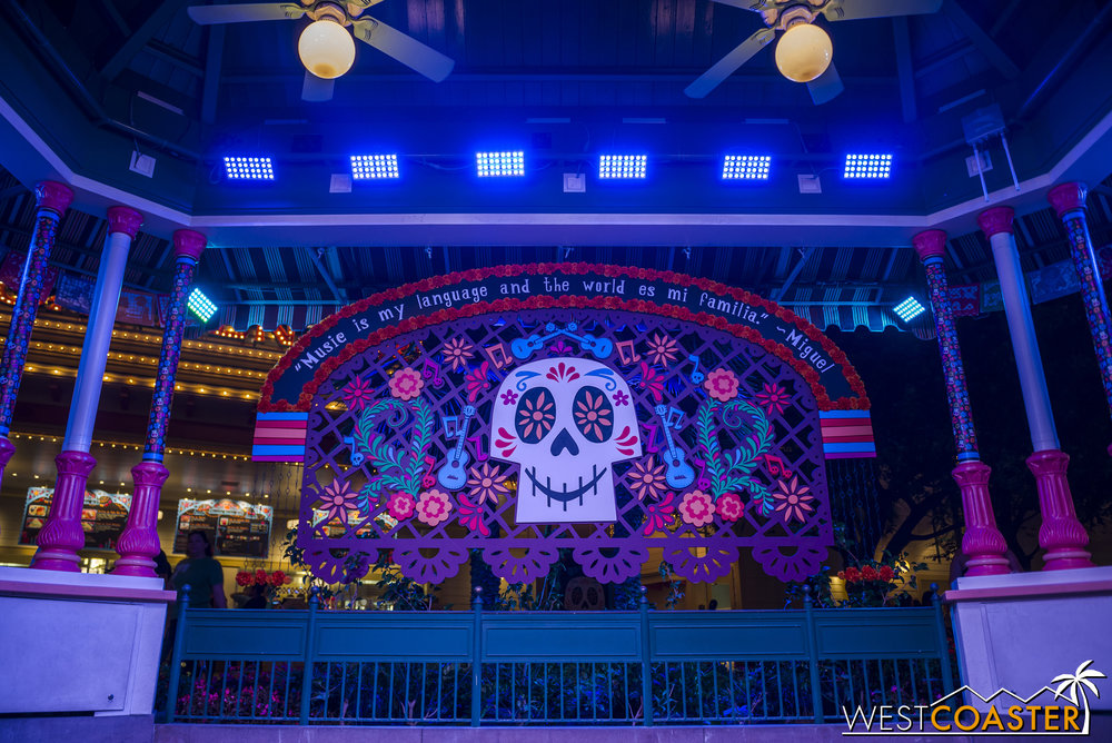 I never had a chance to photograph these, but the  Coco  overlay also included live musical performances and a mini-show tied into the movie. It was nice to see the effort put into this sort of corporate synergy, which was certainly appropriate as a seasonal and short term overlay!