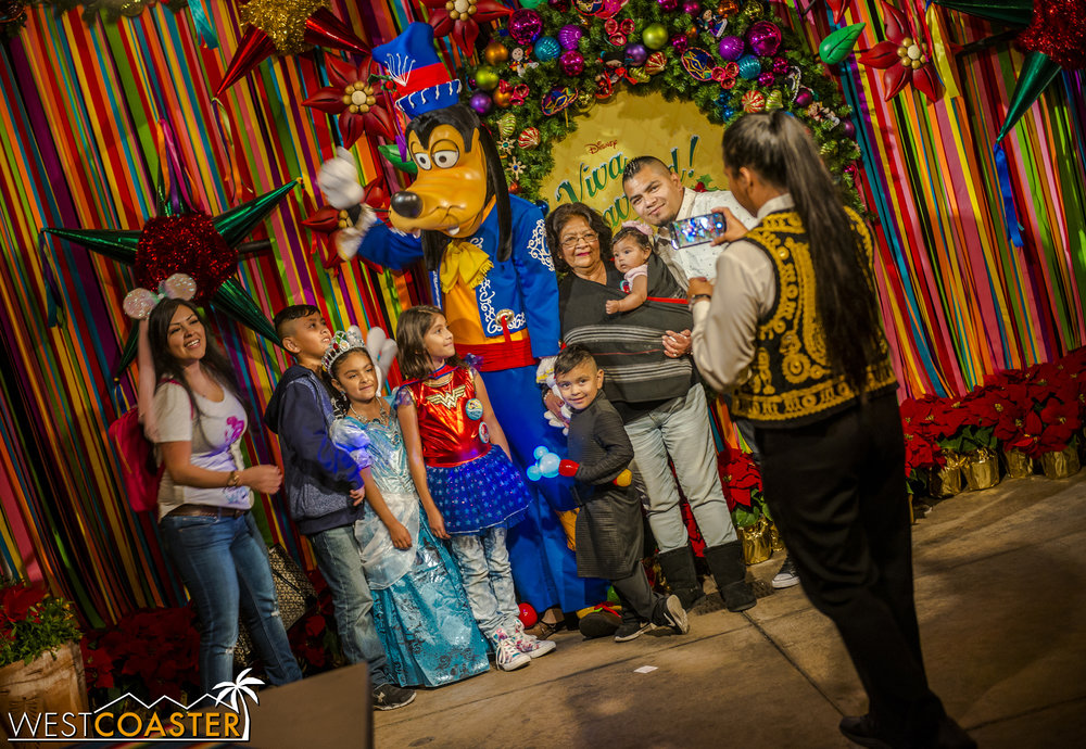 Guests can pose with Hispanic Goofy, or as they call him in Spanish... Goofy.