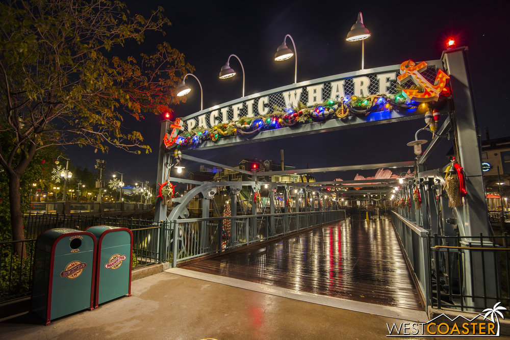 Last year, I happened to be at the parks during a drizzly evening, which yielded these nice photos.