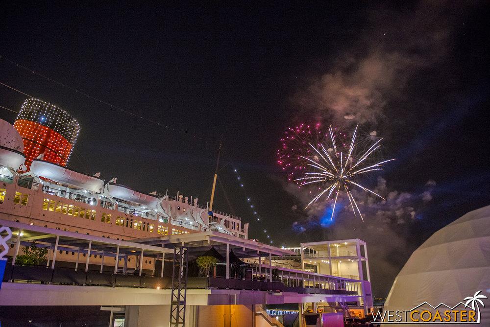 Chill-17_1215-Show-Fireworks-0001.jpg