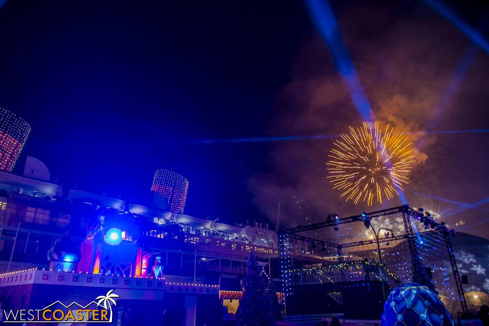 Chill-17_1215-Show-Fireworks-0004.jpg