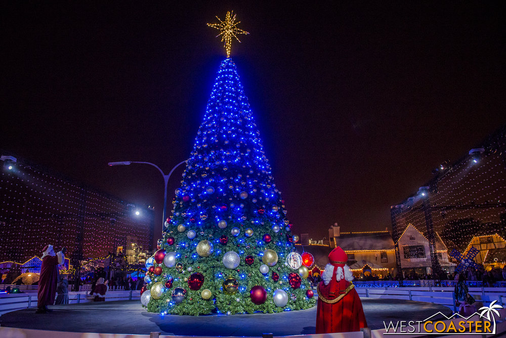 Chill-17_1215-Show-TreeLighting-0012.jpg
