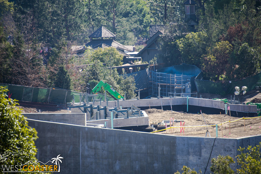 And you can see steel framework for what I assume will be more rockwork over in this part of Galaxy's Edge, which will be more woodsy to blend with Critter Country.  This is where the Resistance will be headquartered, in contrast to the more architecturally developed Frontierland entrance side that houses First Order forces.