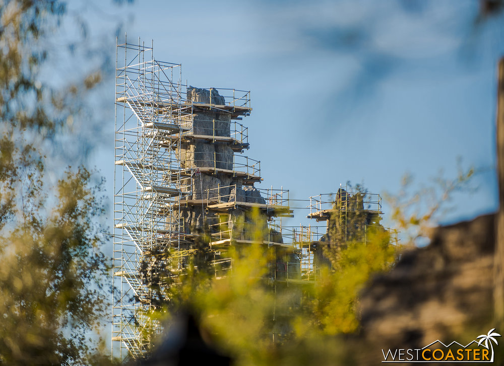 Speaking of Frontierland, here's a glimpse of a Batuu butte (a Batuutte?) from Big Thunder Trail.