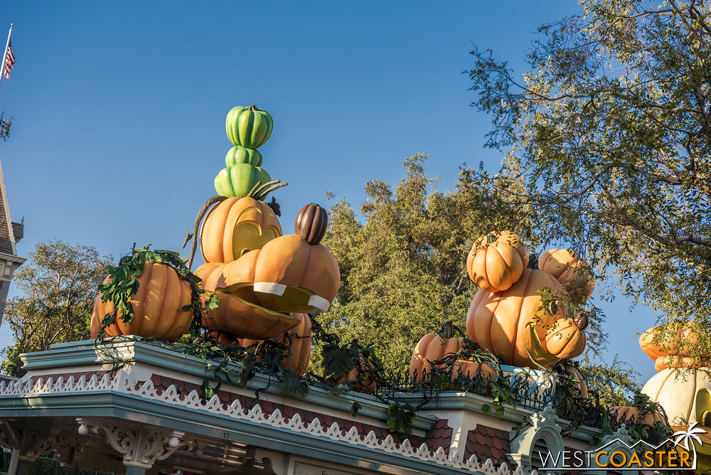 I gotta say, the Disneyland Halloween entrance is not as elaborate as the DCA entrance anymore.