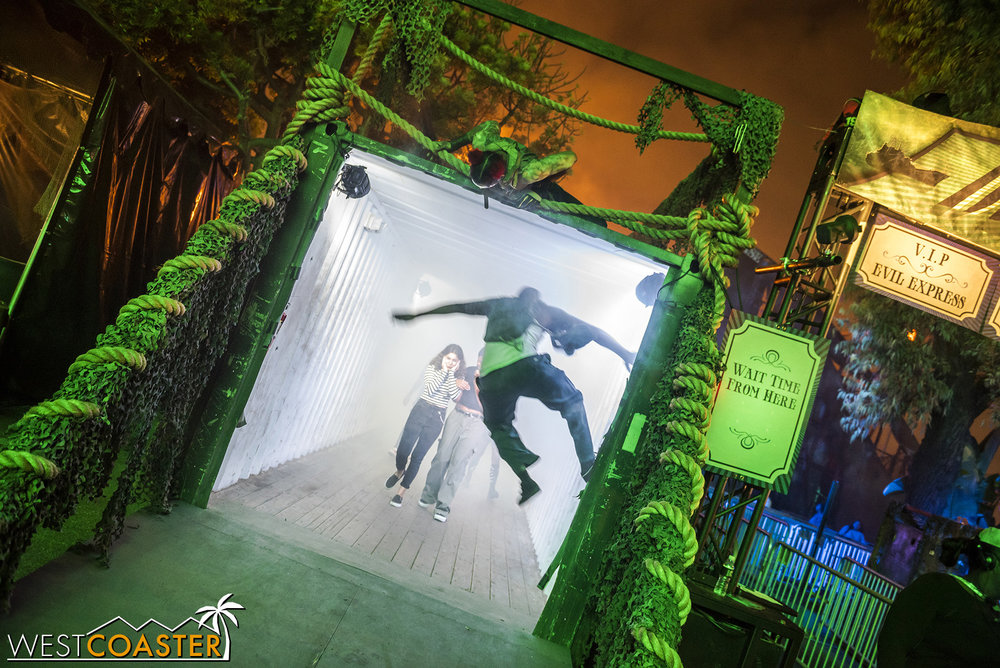 The fogged out, blinding shipping container finale always generates screams and surprises, as the veteran monster crew has timed their scares and jumps perfectly.