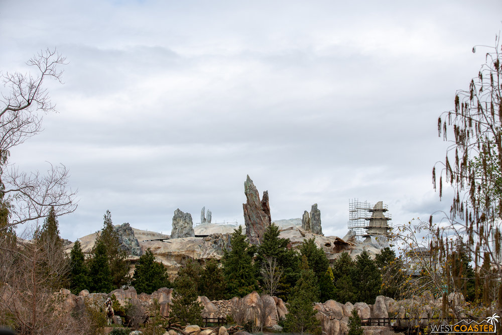 Batuu is becoming more and more detailed as the weeks go by. Additionally, it's more evident as to how seamless a galaxy far far away will blend into the Frontierland years of far, far, ago.