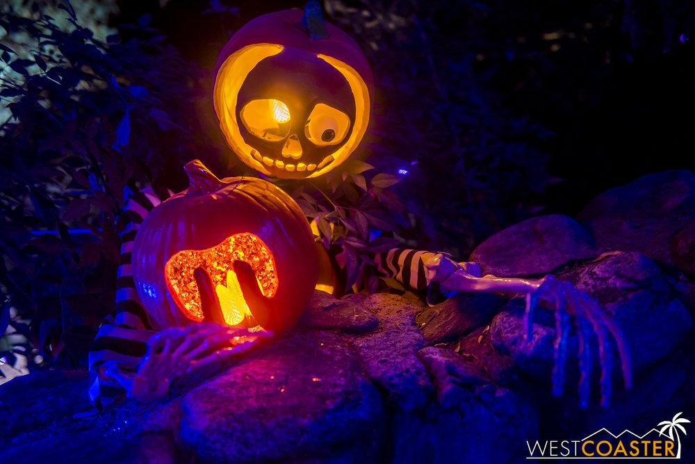 PumpkinNights-19_0308-C-PumpkinWalk-0023.jpg