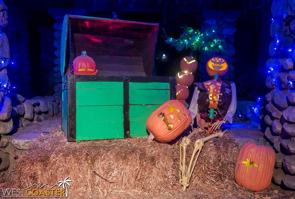 PumpkinNights-19_0308-C-PumpkinWalk-0025.jpg