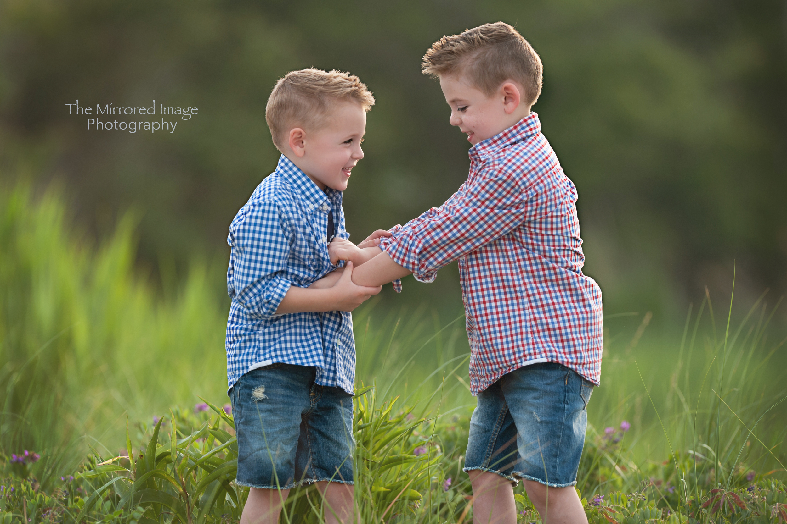 family photos, children's portraits, child photography, family photography, evening portrait sessions, summer portrait sessions, summer family photos, family photos, family photographer, portrait photographer