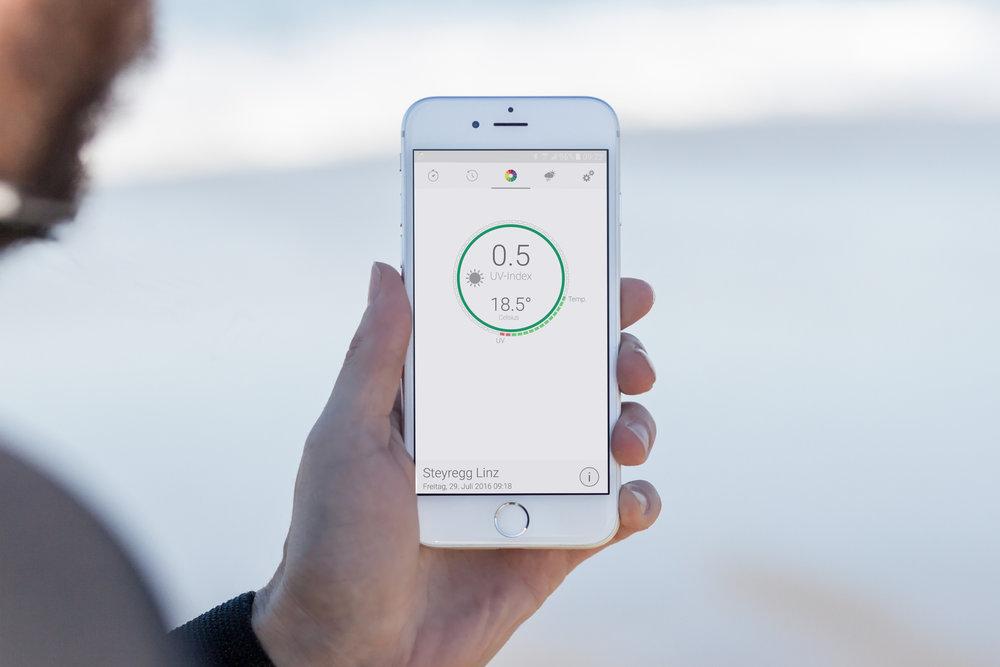 mockDrop_iPhone 6 at the beach(6).jpg
